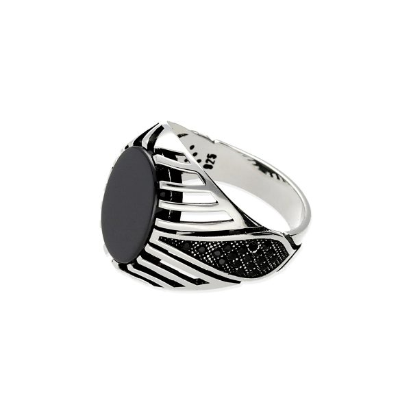 Anillo de plata de ley 925 para hombre tipo sello ovalado onix 12,5x16mm con circonitas negras.